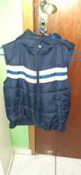 Jaqueta de couro fake e colete com touca