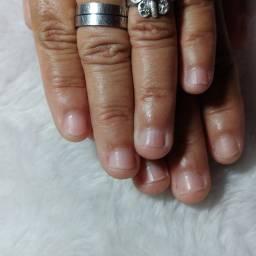 Ivanesa Costa nail designer.