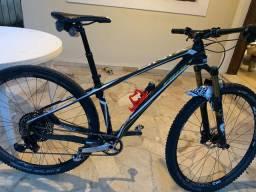 Bicicleta first Onix carbono 2018