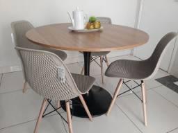 Conjunto mesa saarinen com 4 cadeiras Eiffel colméia