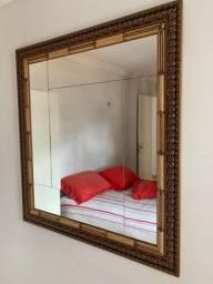 Espelho com linda moldura