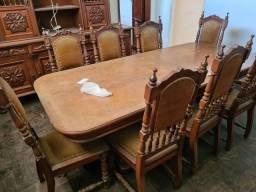 Mesa de madeira de lei,  8 cadeiras, entalhes