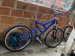 Bicicleta com Amortecedor Dianteiro e Traseiro