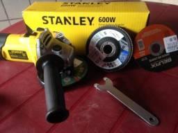 """Esmerilhadeira Angular 4.1/2"""" 600 Watts Rotação De 12.000 Rpm - Stgs6115-B2 - Stanley"""