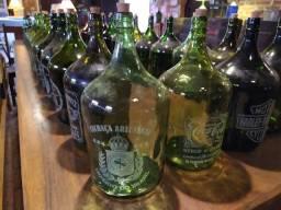 Garrafões e garrafas gravados a laser + 5 brindes