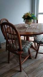Mesa com cadeiras estilo country