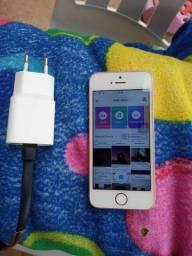Vendo iPhone se 64gigas sem trincos com carregador 650$