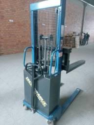 Empilhadeira  eletro hidráulica