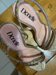 Sapato (Salto) Dourado com Pedras Donelle