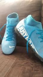 Chuteira da Nike botinha