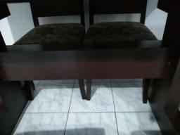 Uma mesma com seis cadeiras