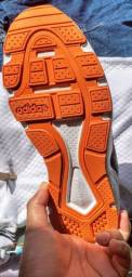 Tênis Adidas original.