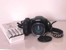 Câmera Digital Sony + 4 pilhas recarregáveis