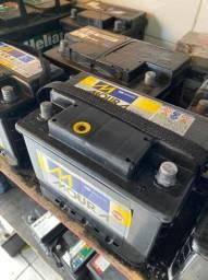 Baterias automotivas em boas condições com garantia de 3 meses.