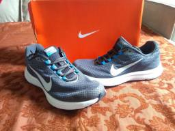 Tênis Nike, número 38, em estado de novo