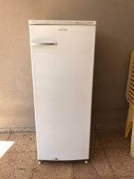 Título do anúncio: Vendo geladeira 320 litros