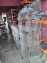 Vitrine  de vidro com caixa