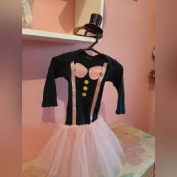 Vestido mundo bita TAM 1, com a cartola