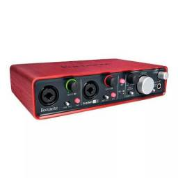 Interface de áudio focusrite scarlett 2i4 usb