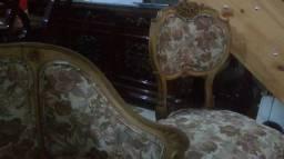 Lindo conjunto poltrona e sofa antigo