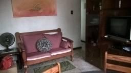 Olaria Iapc Apto tipo casa garagem coberta 2 qtos 2o andar frente entrada independente
