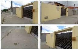 CASA no Bairro Nobre de Fortaleza tem condomínio enfrente e dos lados com segurança 24hs.