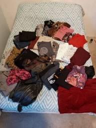 Lote com 35 peças de roupas diferenciadas