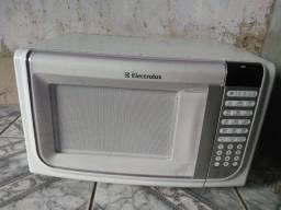 Microondas Electrolux 31 litros funcionando perfeitamente