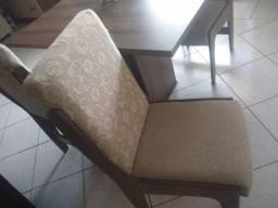 Mesa e cadeiras estofadas