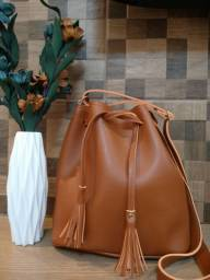 Bolsa perfeita para qualquer ocasião em couro ecológico