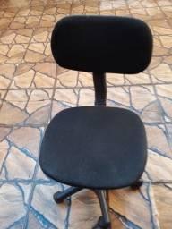 Cadeira para escritório giratória conservada