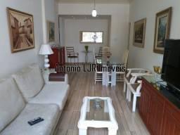 Rua Marques de Abrantes. Apartamento, 120 m². Modernizado. Salão, 3 quartos, suíte.
