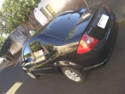 Vendo Ford Fiesta Sedan - Completo - 1.6 Flex Ano 2005 - Valor 15.000,00.