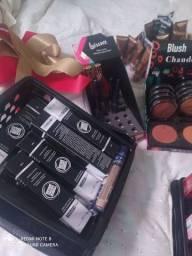 Vendo lote de maquiagem 750 tudo passo cartão *