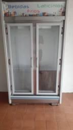 Geladeira com porta de vidro