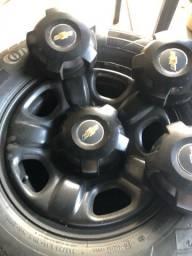 Pneus com rodas de ferro s10
