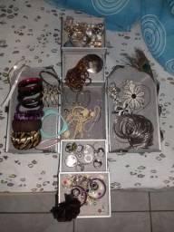Maleta de jóias abre em 4 partes.
