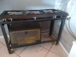 Fogão industrial com forno ( Valor pra vender hj)