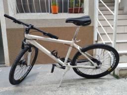 Bicicleta aro 26 , câmbio Shimano