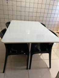 Mesa tampo de vidro com quatro cadeiras tramontana ainda na garantia