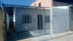 Aluga se Casa de Frente com 3 quartos na QNO 19, da expansão