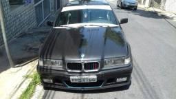BMW  ANO 94 / PRETO SEDAN