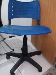 Cadeira Giratória Plástico