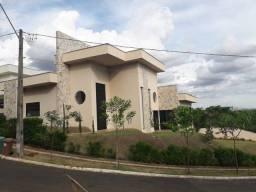 Título do anúncio: Casa de condomínio térrea para venda possui 312 metros quadrados com 3 quartos