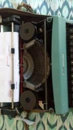 Máquina de escrever Olivetti manual toda revisada.
