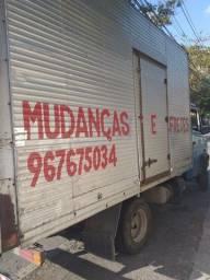 Frete e carreto mudança ou transporte de cargas caminhão baú Com Montador
