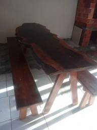 Mesa. Com banco rústica