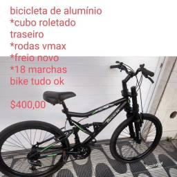 Bicicleta de alumínio ,com marcha