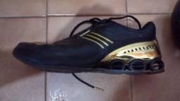 Tênis Adidas Bounce Dourado pouco usado