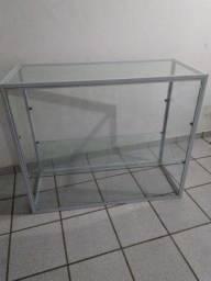 Excelente balcão_vitrine medindo: alt: 91 cm comp 107,5 cm larga  45,5. Cm